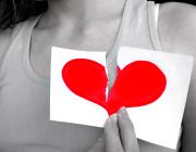 Gebrochenes Herz bei Liebeskummer