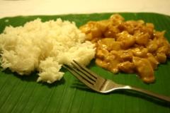 Indisches Curry auf Bananenblatt