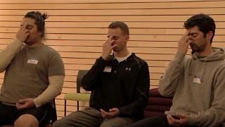 Free the mind: Veteranen bei der Meditation